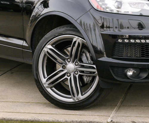 Example of Audi Q7 front brakes mounted forward of the wheel hub